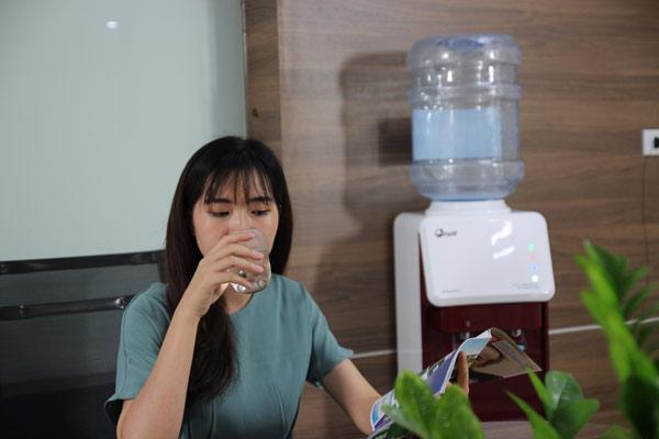 cay-nuoc-nong-lanh-fujie-wd-1500u-kr-red-2.jpg