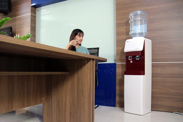 cay-nuoc-nong-lanh-fujie-wd-1500u-kr-red-5.jpg